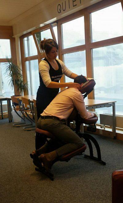 séance de massage au travail